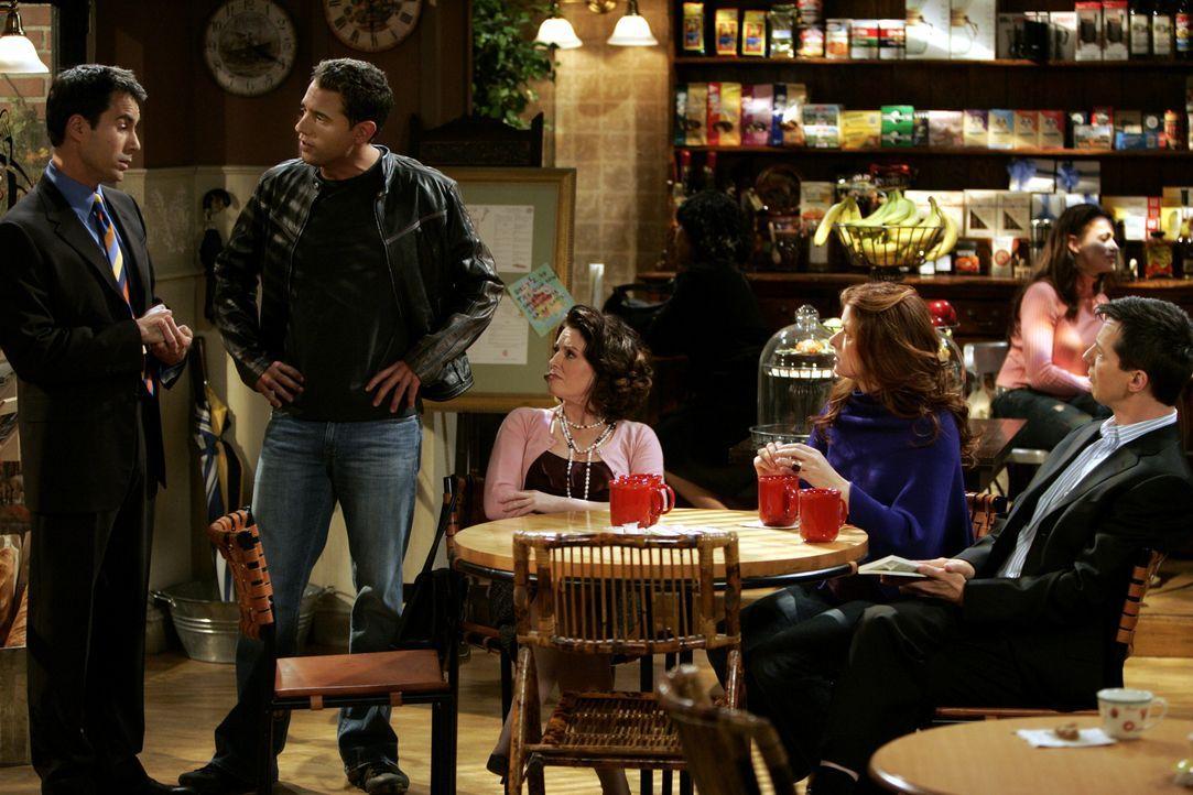 Jack (Sean Hayes, r), Karen (Megan Mullally, M.) und Grace (Debra Messing, 2.v.r.) müssen eine Auseinandersetzung vom Will (Eric McCormack, l.) und... - Bildquelle: Chris Haston 2003 NBC, Inc. All rights reserved.