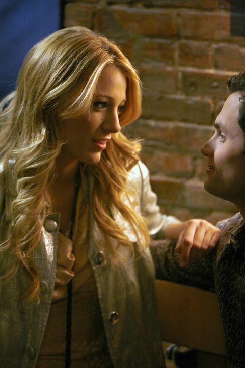Serenas (Blake Lively, l.) dunkles Geheimnis belastet die Beziehung zu Dan (Penn Badgley, r.), doch sie kann ihm die Wahrheit nicht sagen ... - Bildquelle: Warner Bros. Television