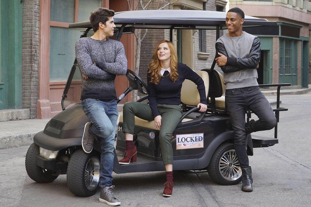 """(1. Staffel) - Nachdem die sympathische College-Studentin Paige Townsen (Bella Thorne, M.) überraschend die Hauptrolle im Blockbuster """"Locked"""" an de... - Bildquelle: Warner Bros."""