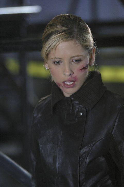 Die Wiedererweckung Buffys (Sarah Michelle Gellar) zu neuem Leben hat die mystischen Kräfte geschwächt, die normalerweise die Jägerinnen schützen. - Bildquelle: TM +   Twentieth Century Fox Film Corporation. All Rights Reserved.