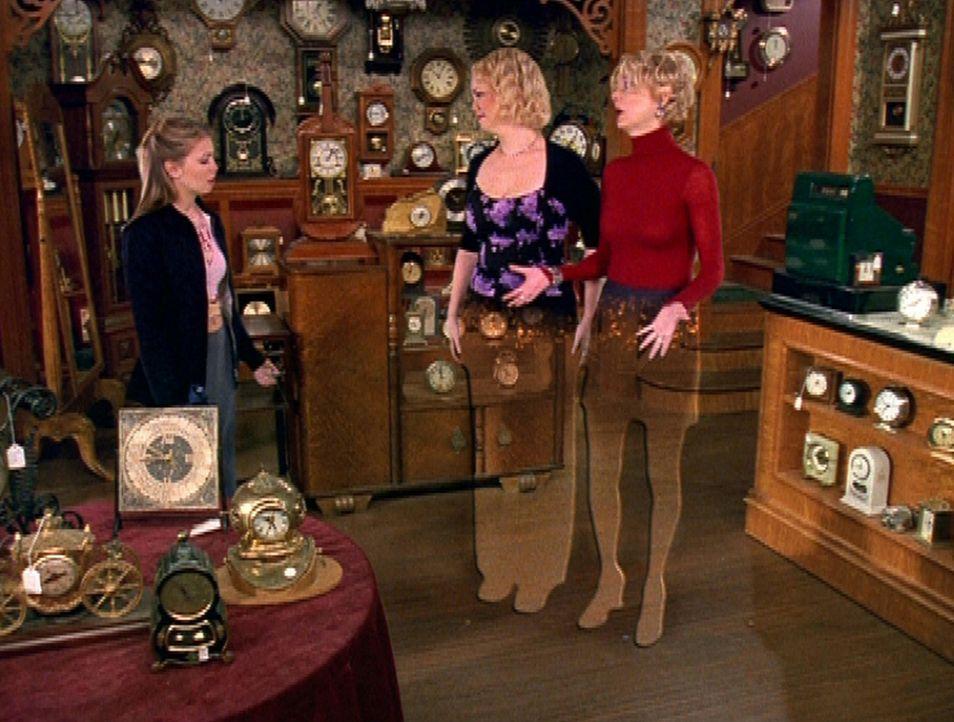 (v.l.n.r.) Sabrina (Melissa Joan Hart) eröffnet ihren Tanten Hilda (Caroline Rhea) und Zelda (Beth Broderick), dass sie adoptiert wurden ... - Bildquelle: Paramount Pictures