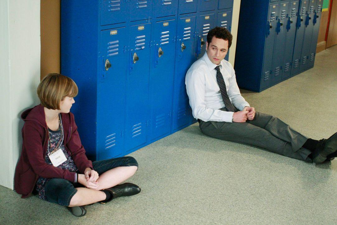 Kevin (Matthew Rhys, r.) erkennt, dass er einen Fehler gemacht hat und möchte sich bei Paige (Kerris Dorsey, l.) entschuldigen. Wird sie diese anneh... - Bildquelle: 2009 American Broadcasting Companies, Inc. All rights reserved.