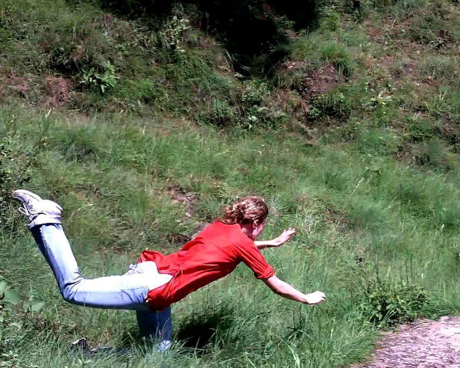Unfall im Urlaub: Bei einer Wanderung durch Indien verliert Amerikanerin Heather (Bild) plötzlich das Gleichgewicht, taumelt bergab und landet mit i... - Bildquelle: 2011, The Travel Channel, L.L.C. All RIghts Reserved.