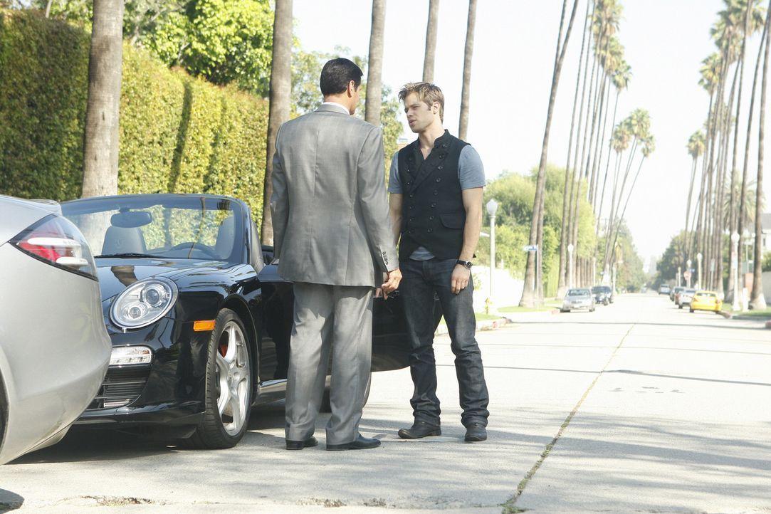 Mit einer Drohung wir die Vater-Sohn-Beziehung sicher nicht besser: Michael (Thomas Calabro, l.) und David (Shaun Sipos, r.) - Bildquelle: 2009 The CW Network, LLC. All rights reserved.