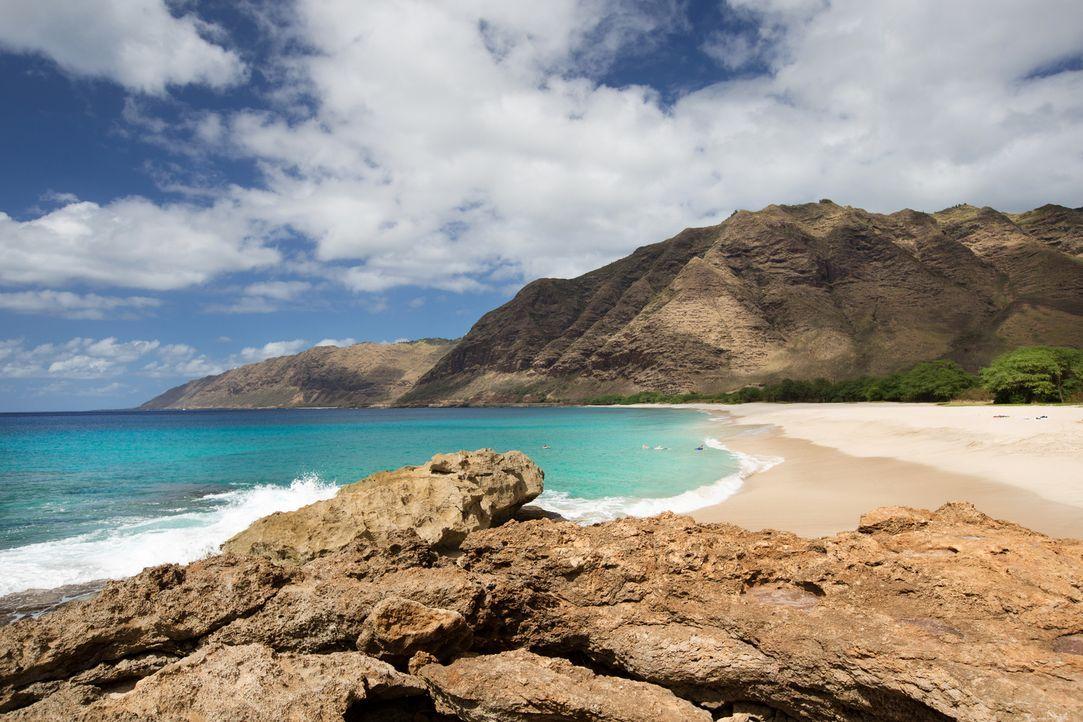 Makua Beach im Kaena Point State Park auf Hawaii ist ein Stück unberührter Natur, das nur zu Fuß oder über das Meer erreichbar ist ... - Bildquelle: 2017, The Travel Channel, L.L.C. All Rights Reserved.