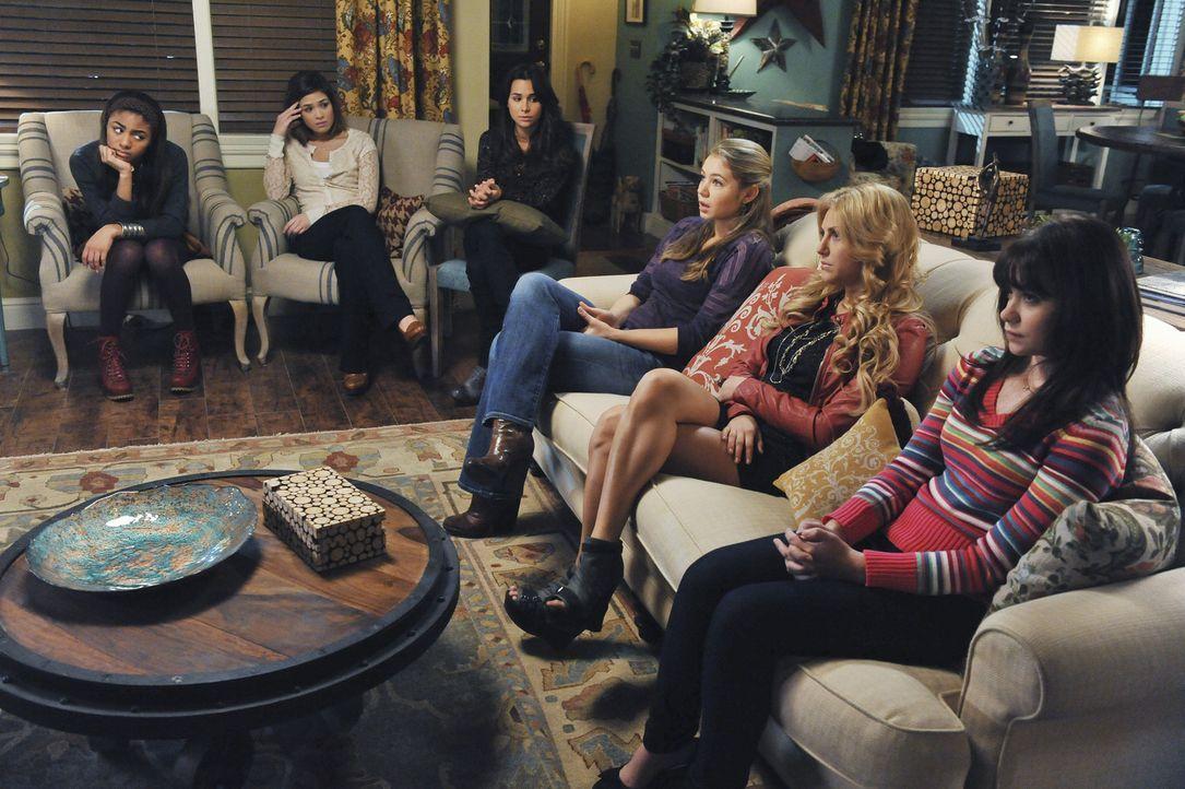 (v.l.n.r.) Jordan Randall (Chelsea Tavares), Kelly Parker (Nicole Gale Anderson), Kaylie Cruz (Josie Loren), Payson Keeler (Ayla Kell), Lauren Tanne... - Bildquelle: 2012 Disney Enterprises, Inc. All rights reserved.
