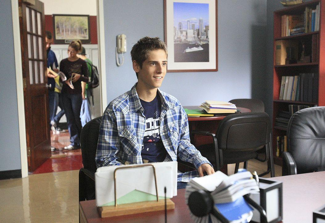 Josh (Jean-Luc Bilodeau, vorne) schummelt bei seiner Abschlussprüfung und wird prompt dabei erwischt. Das hat natürlich Konsequenzen ... - Bildquelle: TOUCHSTONE TELEVISION