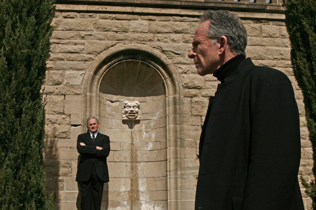 Wollen Sloane Two fassen: Jack (Victor Garber, l.) und Sloane (Ron Rifkin, r.) ... - Bildquelle: Touchstone Television