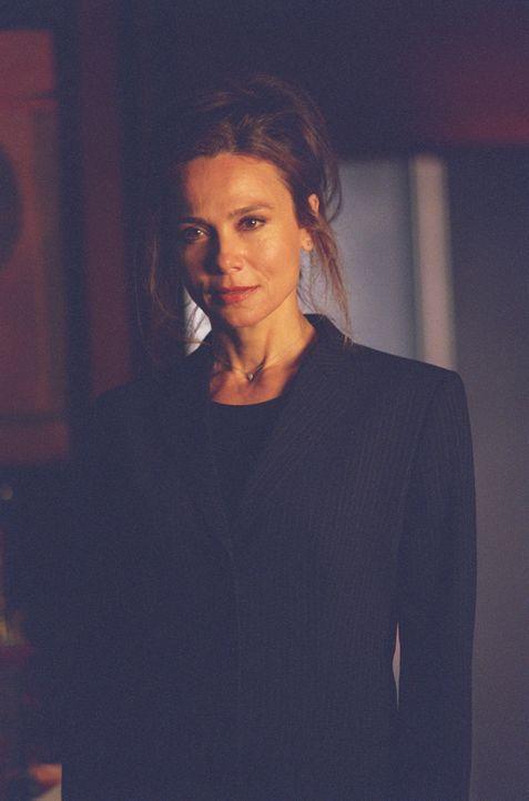 Von ihrer eigenen Mutter (Lena Olin) wird Sydney gefangengehalten ... - Bildquelle: Touchstone Television