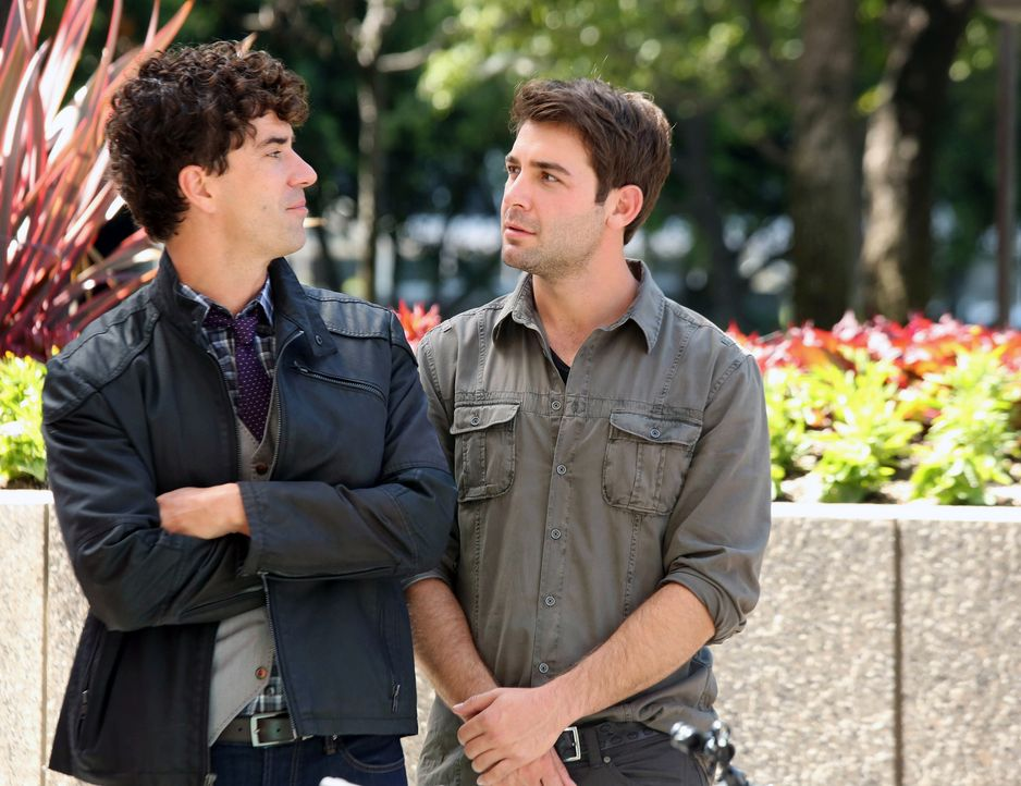 Zwischen Andrew (Hamish Linklater, l.) und Zach (James Wolk, r.) ist ein erbitterter Kampf um Simons Zuneigung ausgebrochen ... - Bildquelle: 2013 Twentieth Century Fox Film Corporation. All rights reserved.