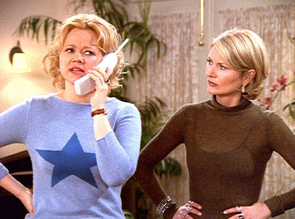 Hilda (Caroline Rhea, l.) und Zelda (Beth Broderick, r.) haben Mühe, ihre Nichte Sabrina unter Kontrolle zu halten .. - Bildquelle: Paramount Pictures