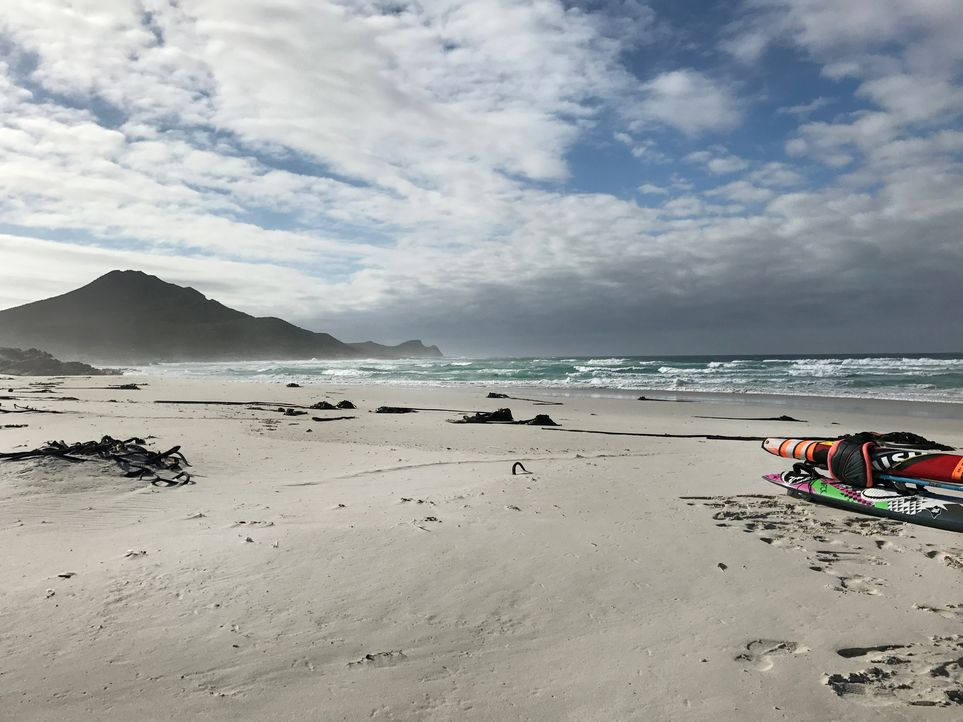 Ein einsamer Strand perfekt für Surfer: der Platboom Beach am Kap der guten Hoffnung in Südafrika. - Bildquelle: 2017,The Travel Channel, L.L.C. All Rights Reserved