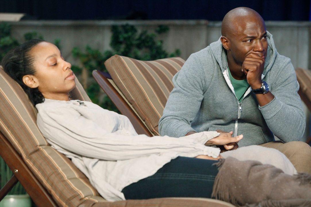 Sam (Taye Diggs, r.) macht sich große Sorgen um seine Schwester Corinne (Anika Noni Rose, l.), die er in einem besorgniserregenden Zustand aus dem... - Bildquelle: ABC Studios