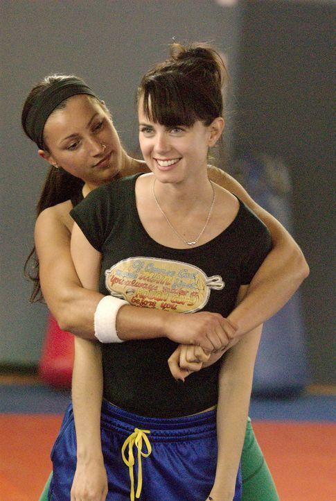 Auch Jenny (Mia Kirshner, r.) hat Spaß mit der gutaussehenden Summer (Leah Buckingham, l.) - findet sie sie etwa auch attraktiv? - Bildquelle: Metro-Goldwyn-Mayer Studios Inc. All Rights Reserved.