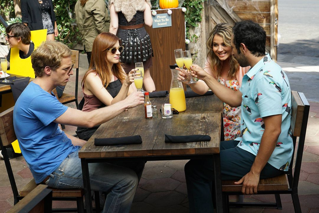 Ein ganz spezieller Sunday Funday wartet auf Jimmy (Chris Geere, l.), Gretchen (Aya Cash, 2.v.l.), Lindsay (Kether Donohue, 2.v.r.) und Edgar (Desmi... - Bildquelle: 2015 Fox and its related entities.  All rights reserved.