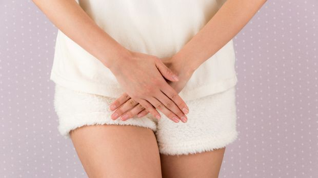 Frau leidet unter Schmerzen beim Sex