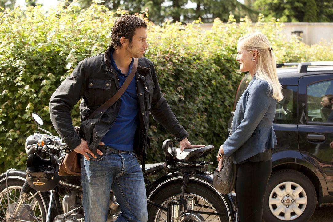 Was läuft zwischen Michael (Andreas Jancke, l.) und Helena (Kim Sarah Brandts, r.)? - Bildquelle: SAT.1