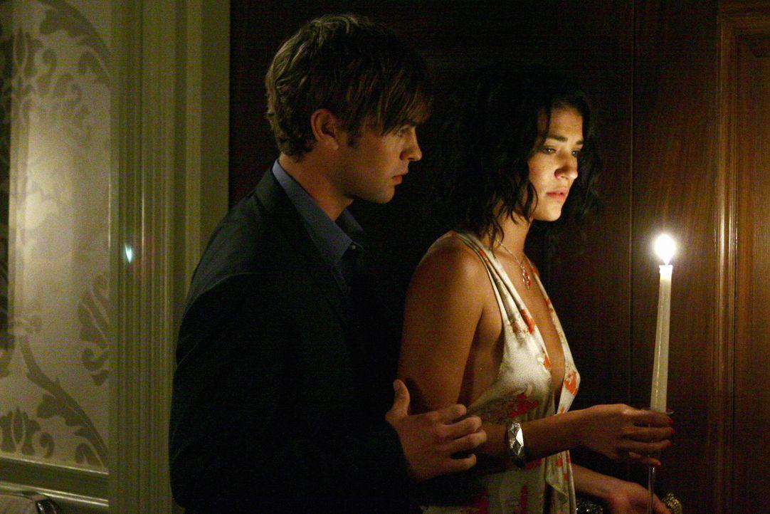 Neue Liebe? Vanessa (Jessica Szohr, r.) und Nate (Chace Crawford, l.) kommen sich langsam näher. Doch das will Catherine um jeden Preis verhindern .... - Bildquelle: Warner Brothers