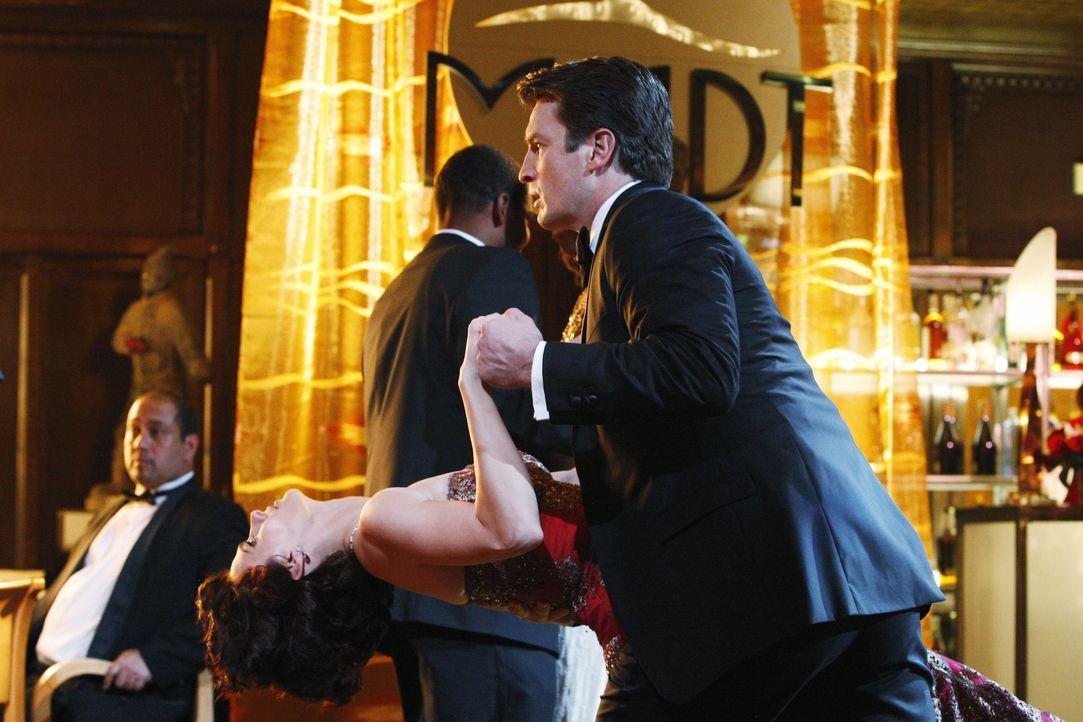 Legen eine heiße Sohle aufs Parkett: Richard Castle (Nathan Fillion, r.) und Kate Beckett (Stana Katic, l.) - Bildquelle: ABC Studios