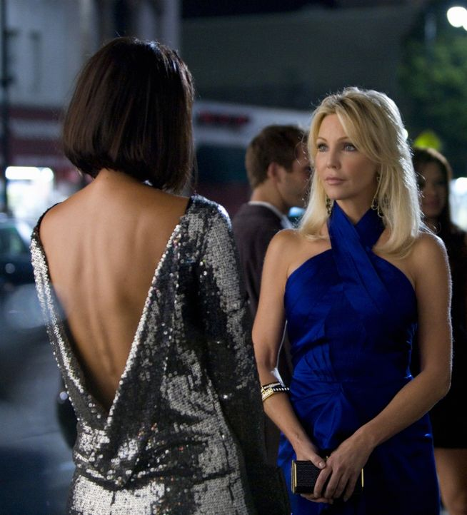 Um ihre Ziele zu erreichen, ist Amanda (Heather Locklear, r.) jedes Mittel recht... - Bildquelle: 2009 The CW Network, LLC. All rights reserved.