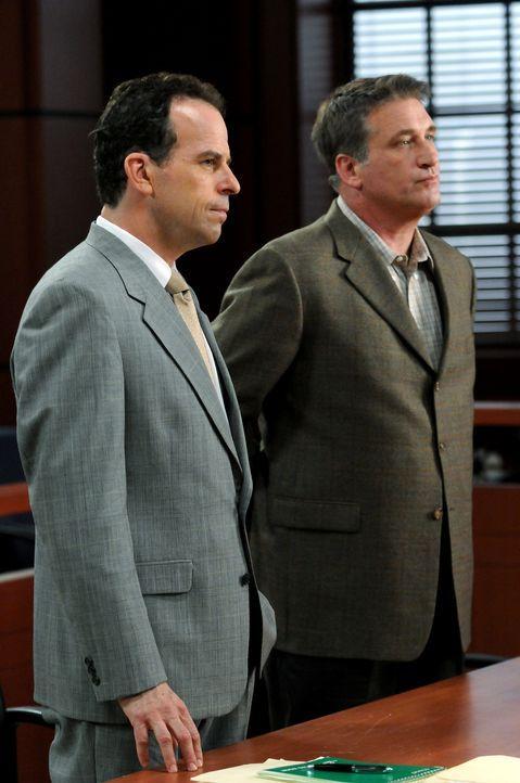A.J. Pritchard (Loren Lester, l.) übernimmt die Verteidigung von Moe Kitchener (Daniel Baldwin, r.). - Bildquelle: Warner Bros. Television