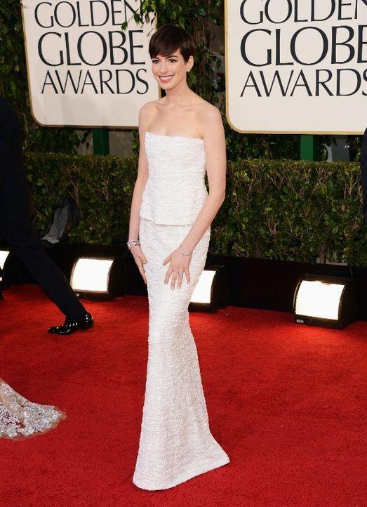 Golden Globes: Das Kleid von Anne Hathaway - Bildquelle: AFP