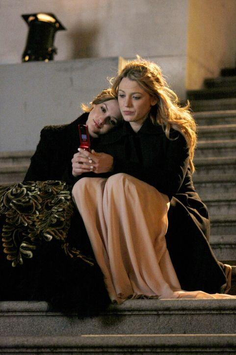 Beste Freundinnen Blair (Leighton Meester l.) und Serena (Blake Lively, r.) - in guten und in schlechten Zeiten ... - Bildquelle: Warner Brothers