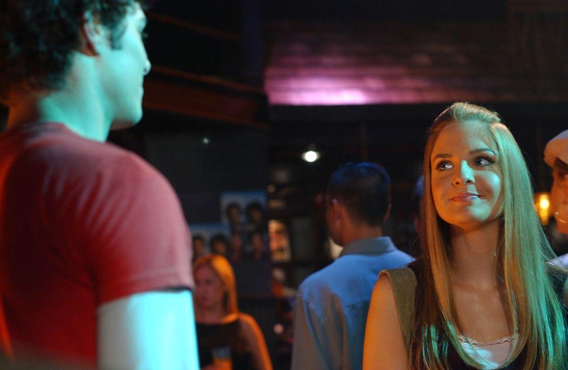 Während Seth (Adam Brody, l.) und Ryan ein Doppeldate mit Lindsay (Shannon Lucio, r.) und Alex haben, macht sich Summer mit Zach einen gemütlichen... - Bildquelle: Warner Bros. Television