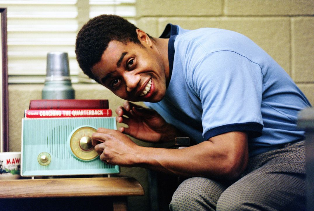 James Robert Kennedy (Cuba Gooding jr.) stammt aus ärmlichen Verhältnissen. Seine Faszination zum Medium Radio brachte ihm seinen außergewöhnlic... - Bildquelle: 2004 Sony Pictures Television International. All Rights Reserved.