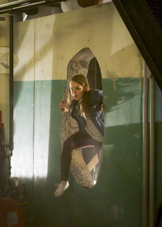 In Midvale übermannt Kara (Izabela Vidovic) die Erinnerung an einen tragischen Tod ... - Bildquelle: 2017 Warner Bros.