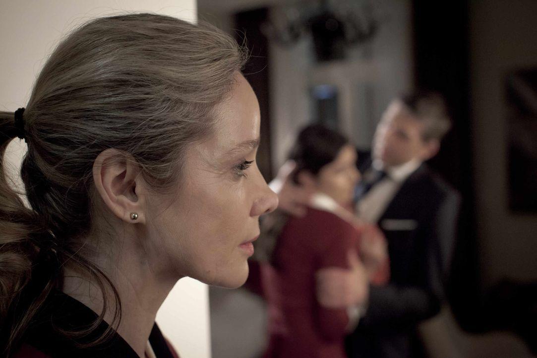 Eines Tages muss die beliebte und geschätzte Hotelangestellte Hella Wiegand (Ann Kathrin Kramer) erleben, wie eine junge Kollegin vom Chef sexuell... - Bildquelle: Georges Pauly SAT.1