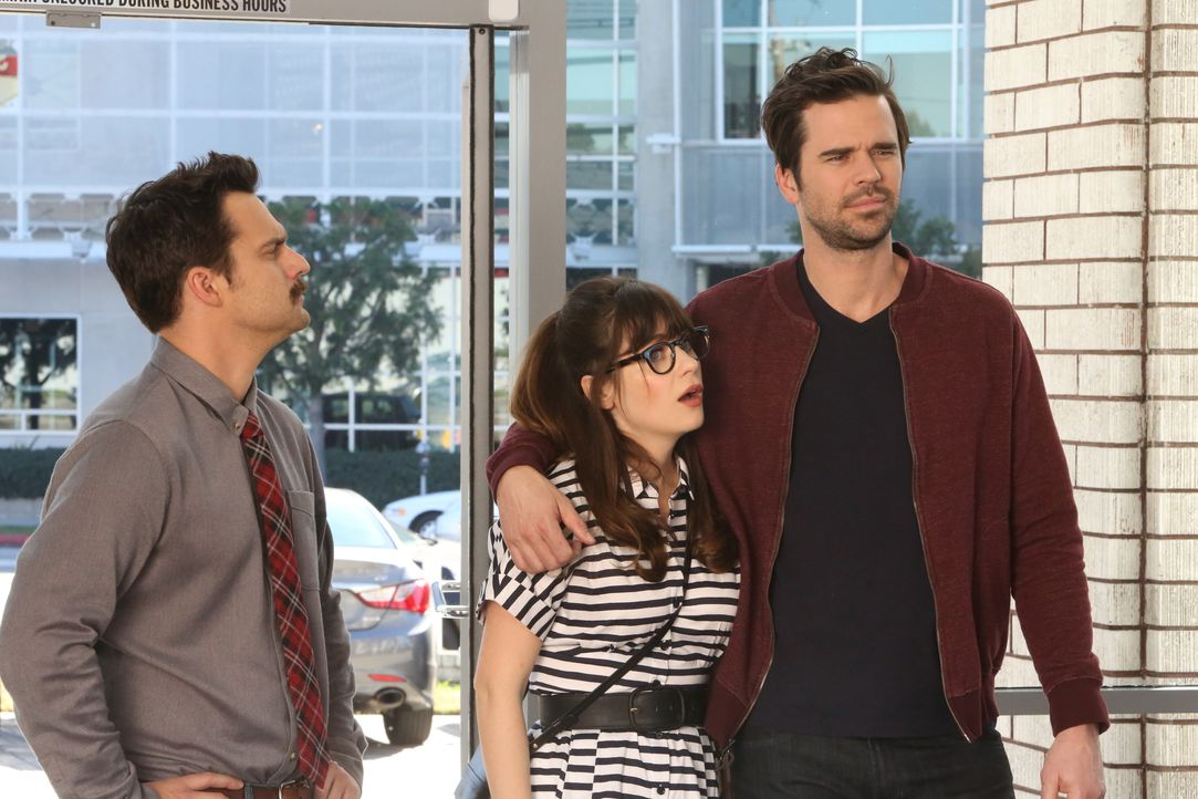 Um bei einem sexistischen Autohändler ein Auto kaufen zu können, erschafft Jess (Zooey Deschanel, M.) einen fiktiven Mann, doch als sowohl Nick (Jak... - Bildquelle: Patrick McElhenney 2016 Fox and its related entities. All rights reserved. / Patrick McElhenney