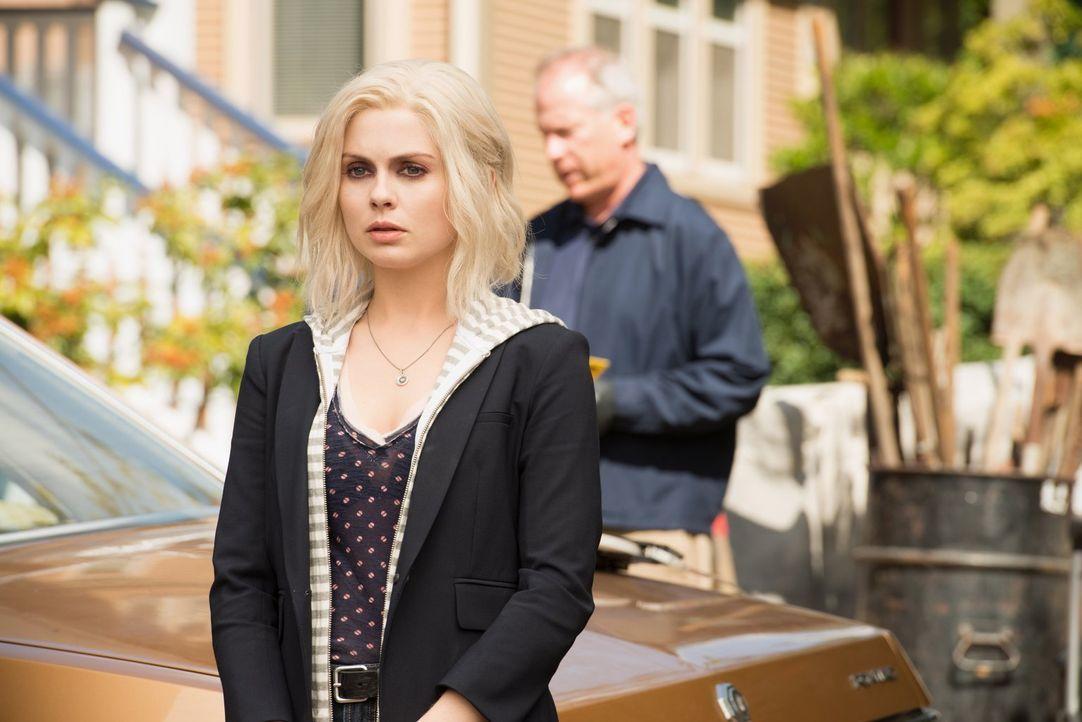 Nachdem Liv (Rose McIver) sich geweigert hat, ihrem Bruder Blut zu spenden, ist ihre Familie sauer auf sie. Schließlich stürzt sie sich in die Arbei... - Bildquelle: 2014 Warner Brothers