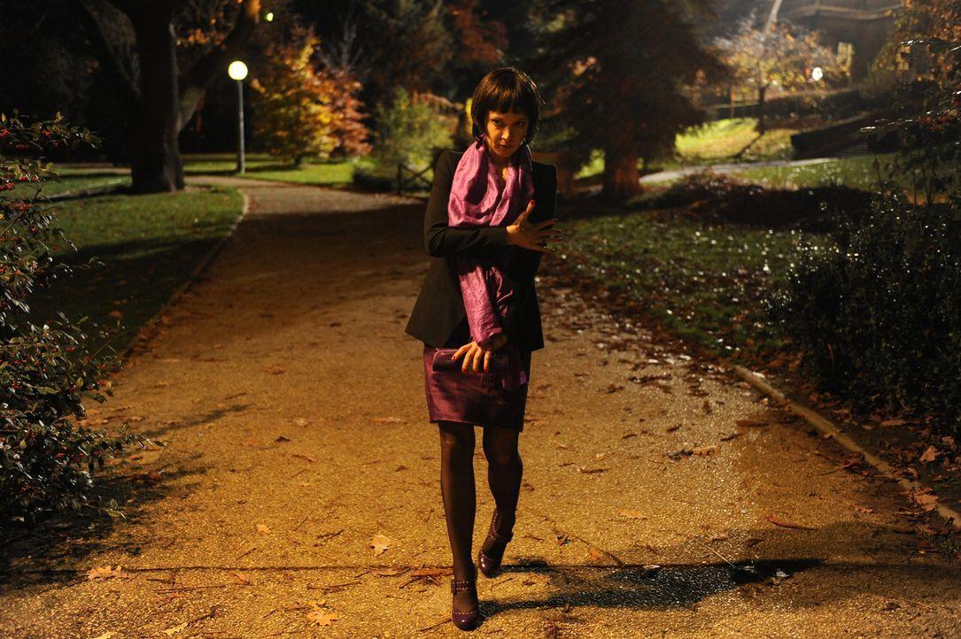 Undercover im Park: Chloé (Odile Vuillemin) ... - Bildquelle: 2008 - Beaubourg Audiovisuel/BeFilms/RTBF (Télévision Belge)