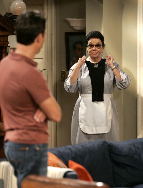 Weil Rosario (Shelley Morrison, r.) Karen nicht verraten hat, dass Stan noch am Leben ist, schmeißt Karen sie raus und verfrachtet sie zu Will (Eric... - Bildquelle: NBC Productions