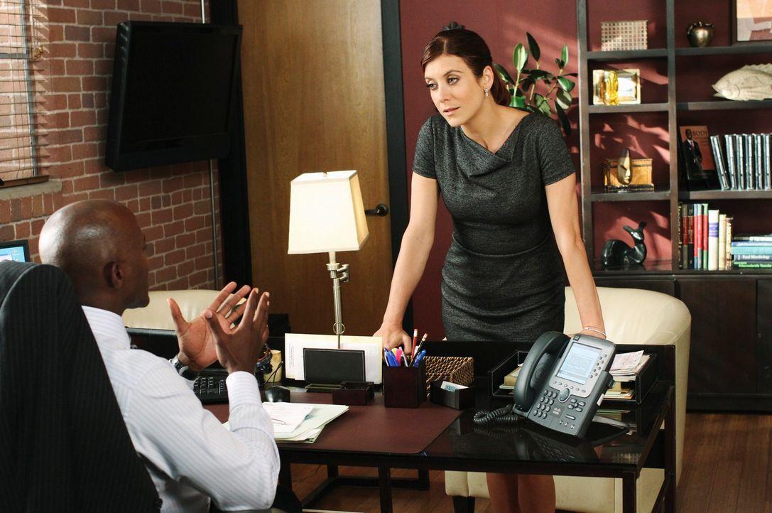 Geraten in einen Streit, da sie sich nicht über das Vorgehen bei einem Fall einigen können: Sam (Taye Diggs, l.) und Addison (Kate Wash, r.) ... - Bildquelle: ABC Studios