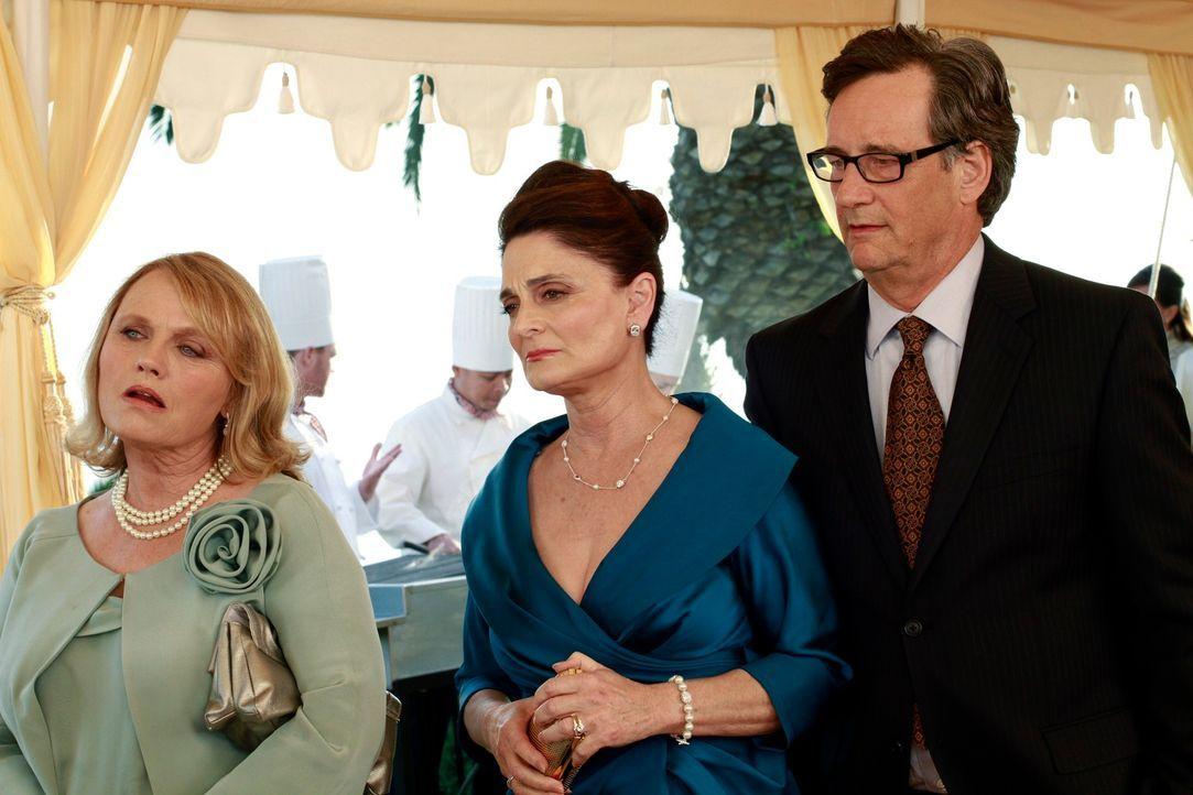 Die Eltern (John Rothman, r. und Cristine Rose, M.) von Cooper und Charlottes Mutter (Tess Harper, l.) sind sich einig: Sie wollen keine Hochzeit! - Bildquelle: ABC Studios