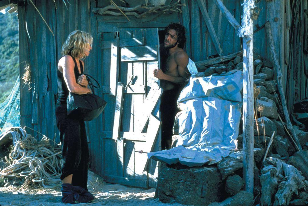 Ein paar reiche Nichtsnutze machen Urlaub auf einer Yacht. Besonders die zickige Amber (Madonna, l.) fällt dabei nur unangenehm auf, indem sie mit i... - Bildquelle: 2003 Sony Pictures Television International