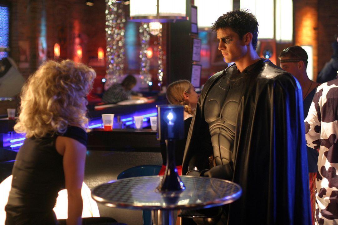 """Nathan (James Lafferty, r.) und Haley (Bethany Joy Galeotti) gelingt es erstmals seit langem, dass sie wieder miteinander """"normal"""" reden ... - Bildquelle: Warner Bros. Pictures"""