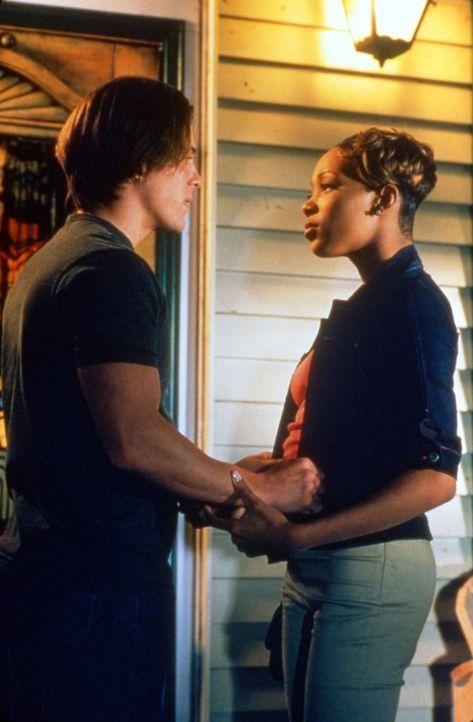 Der Liebe verfallen: Camille (Monica Arnold, r.) und Billy (Christian Kane, l.) ... - Bildquelle: TM &   2003 Paramount Pictures Corporation
