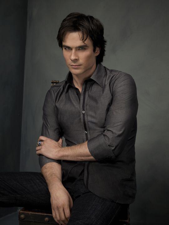 (2. Staffel) - Mit seinem Charme gelingt es Damon (Ian Somerhalder) nicht nur die Sterblichen hinters Licht zu führen... - Bildquelle: Warner Brothers