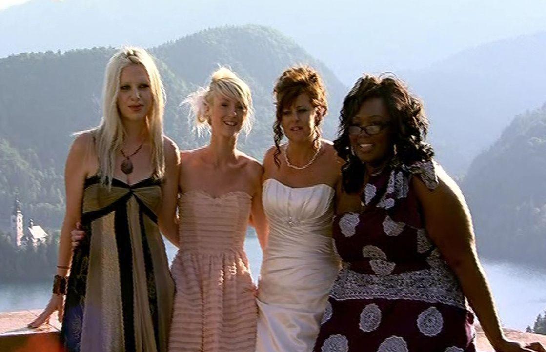 """Wer feiert """"Die perfekte Hochzeit""""? Julia (2.v.r.), Tammy (l.), Stacie (2.v.l.) oder Monique (r.)? - Bildquelle: ITV Studios Limited 2012"""
