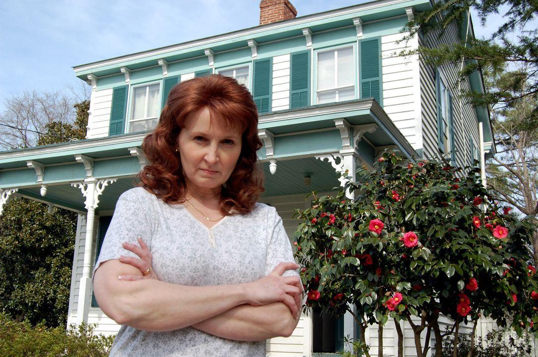 Als eine junge Frau im Juli 2001 in eine Polizeistation kommt und behauptet, ihre Eltern hätten mehrere Leichen hinter ihrem Haus vergraben, beginne... - Bildquelle: M2 Pictures