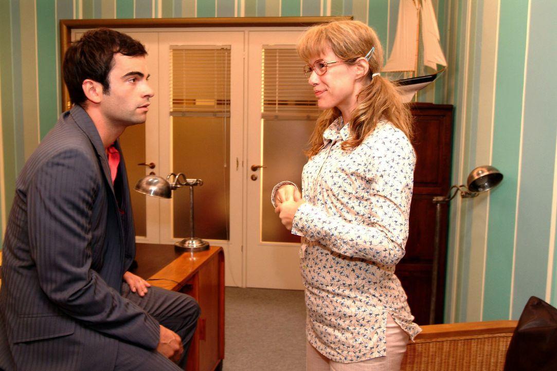 Telepathie! Lisa (Alexandra Neldel, r.) freut sich, dass sie und David (Mathis Künzler, l.) eine ganz besondere Verbindung zueinander haben. (Dieses... - Bildquelle: Monika Schürle SAT.1 / Monika Schürle