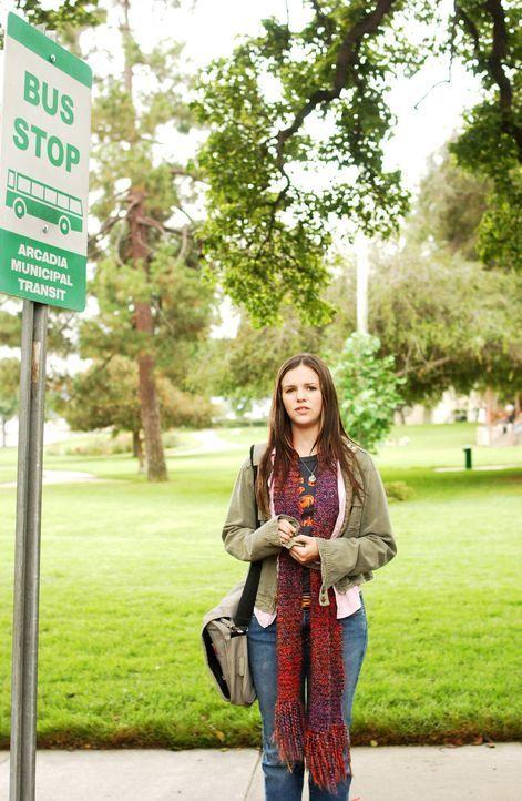 Nach anfänglichen Zweifeln, erfüllt Joan (Amber Tamblyn) die Bitte Gottes und besorgt sich einen Job in einem Buchladen ... - Bildquelle: Sony Pictures Television