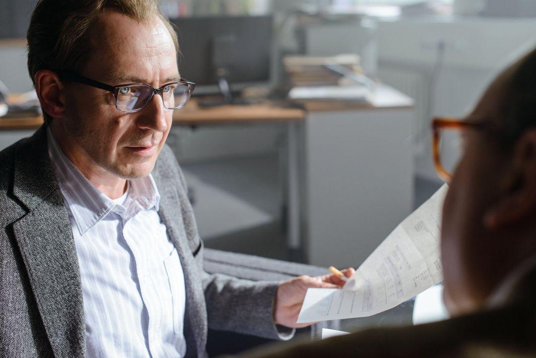 Bringt den Bundespräsidenten Christian Wulff zu Fall: Journalist Martin Heidemanns (Thorsten Merten) ... - Bildquelle: Stefan Erhard SAT.1
