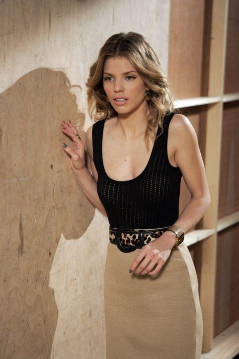 Nachdem sie eine Abfuhr bekommen hat ist Naomi Clark (AnnaLynne McCord) zutiefst enttäuscht ... - Bildquelle: TM &   CBS Studios Inc. All Rights Reserved