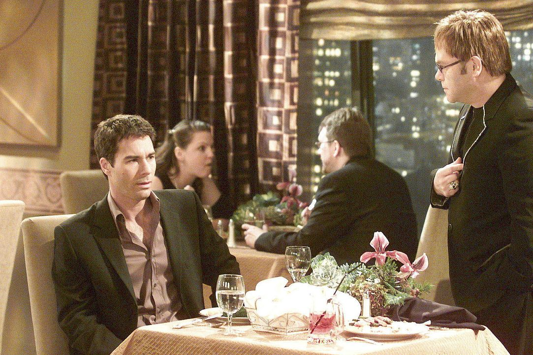 Während eines Restaurantbesuches trifft Will (Eric McCormack, l.) auf den einzigartigen Elton John (r.) ... - Bildquelle: NBC Productions