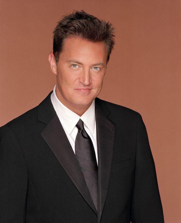 (10. Staffel) - Auch in schweren Zeiten hat Chandler (Matthew Perry) immer einen Witz auf Lager ... - Bildquelle: TM &   2005 Warner Bros. Entertainment Inc.