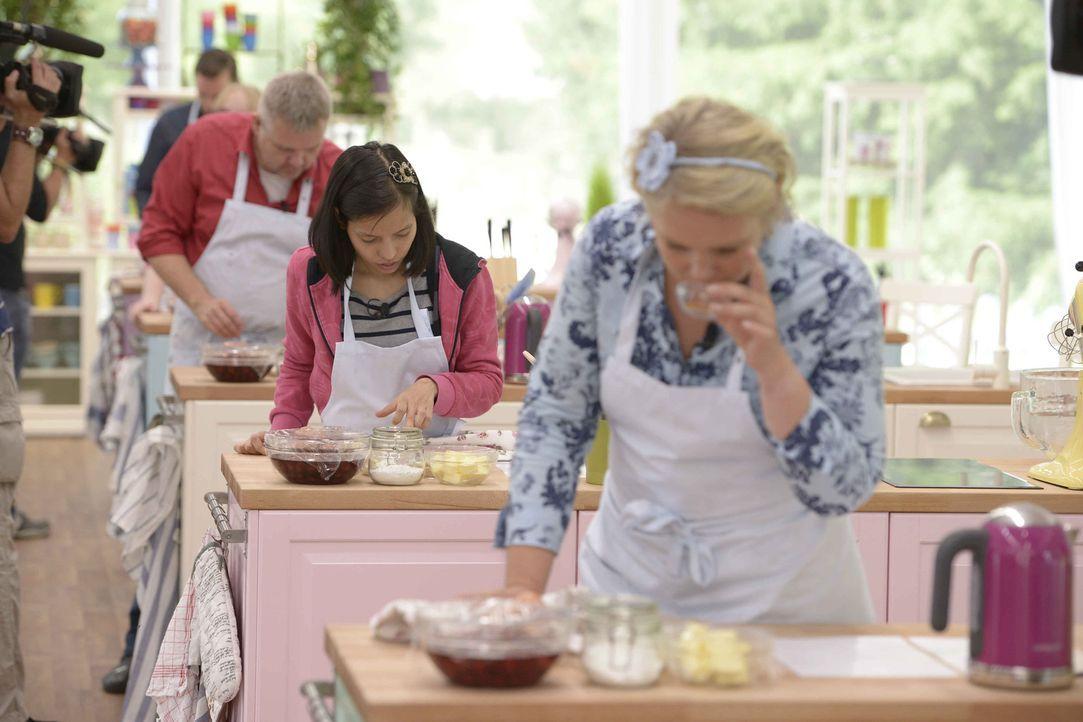 Wer Deutschlands bester Hobbybäcker werden will, muss beweisen, dass er nicht nur frei Schnauze essbares Backwerk zaubern kann, sondern muss sich au... - Bildquelle: Oliver S. SAT.1